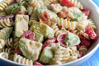 Creamy bacon tomato & avocado pasta salad